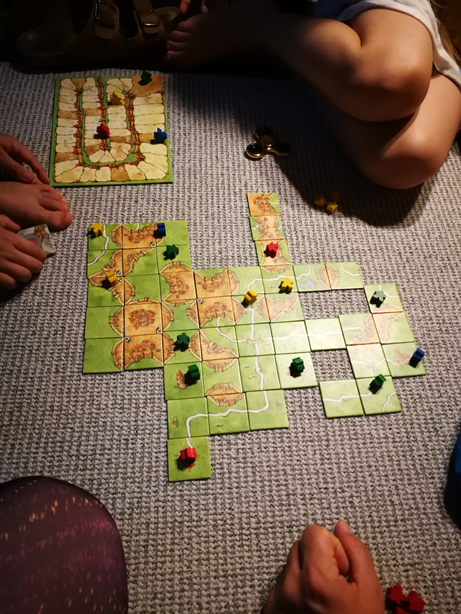 Carcassonnen spielen mit den Kindern