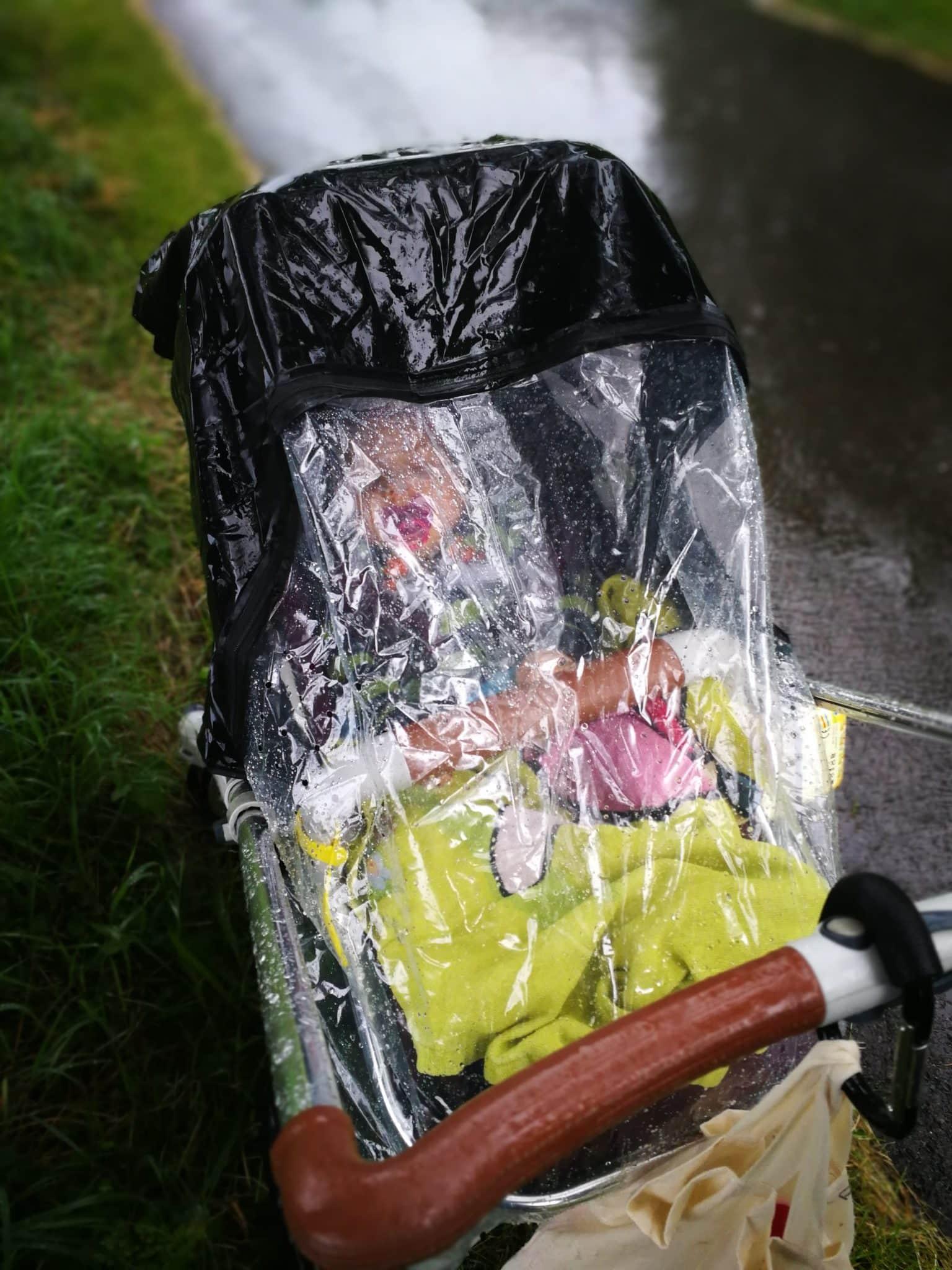 Seed Kinderwagen bei Regen