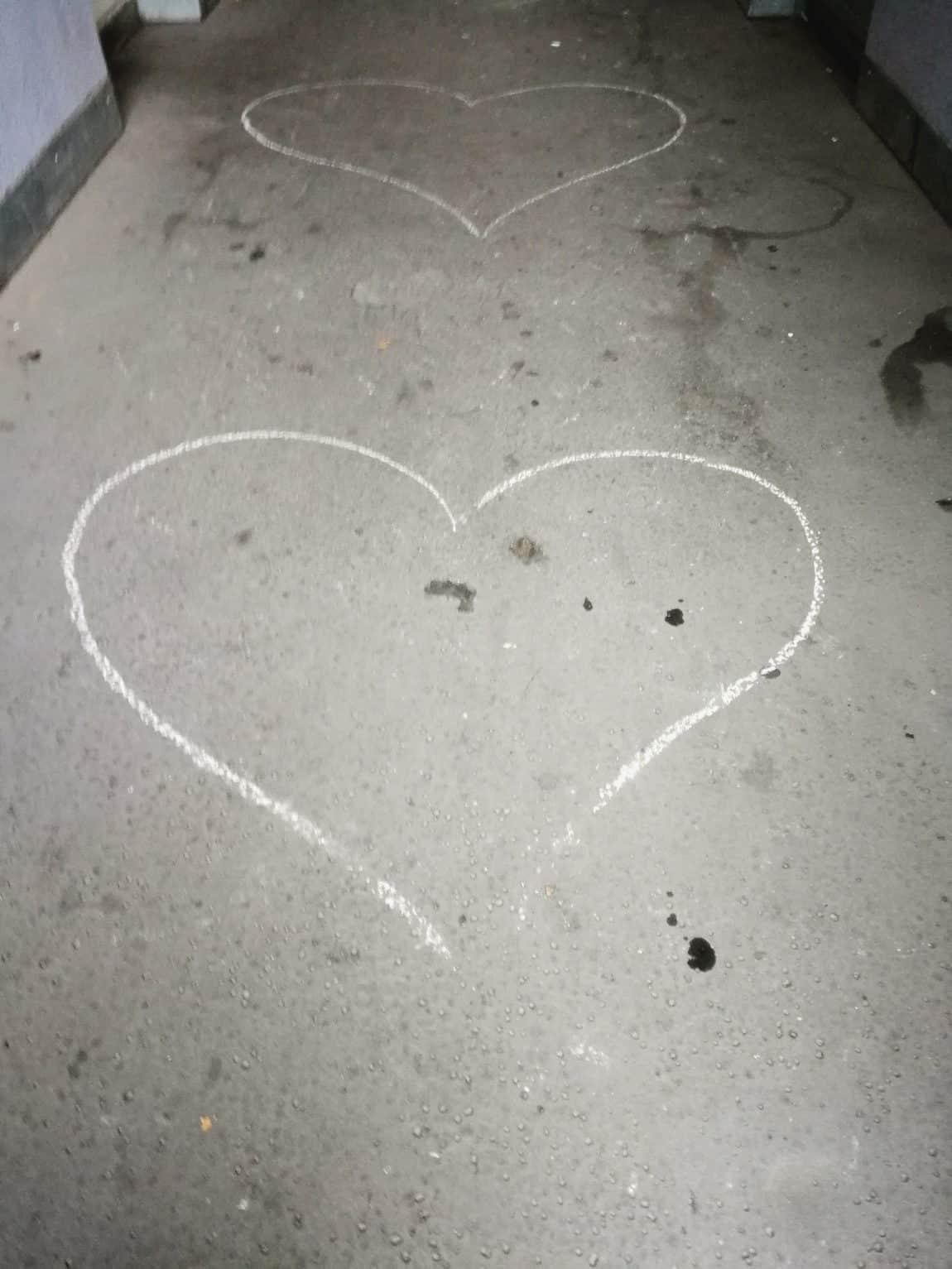 Herzen auf der Straße
