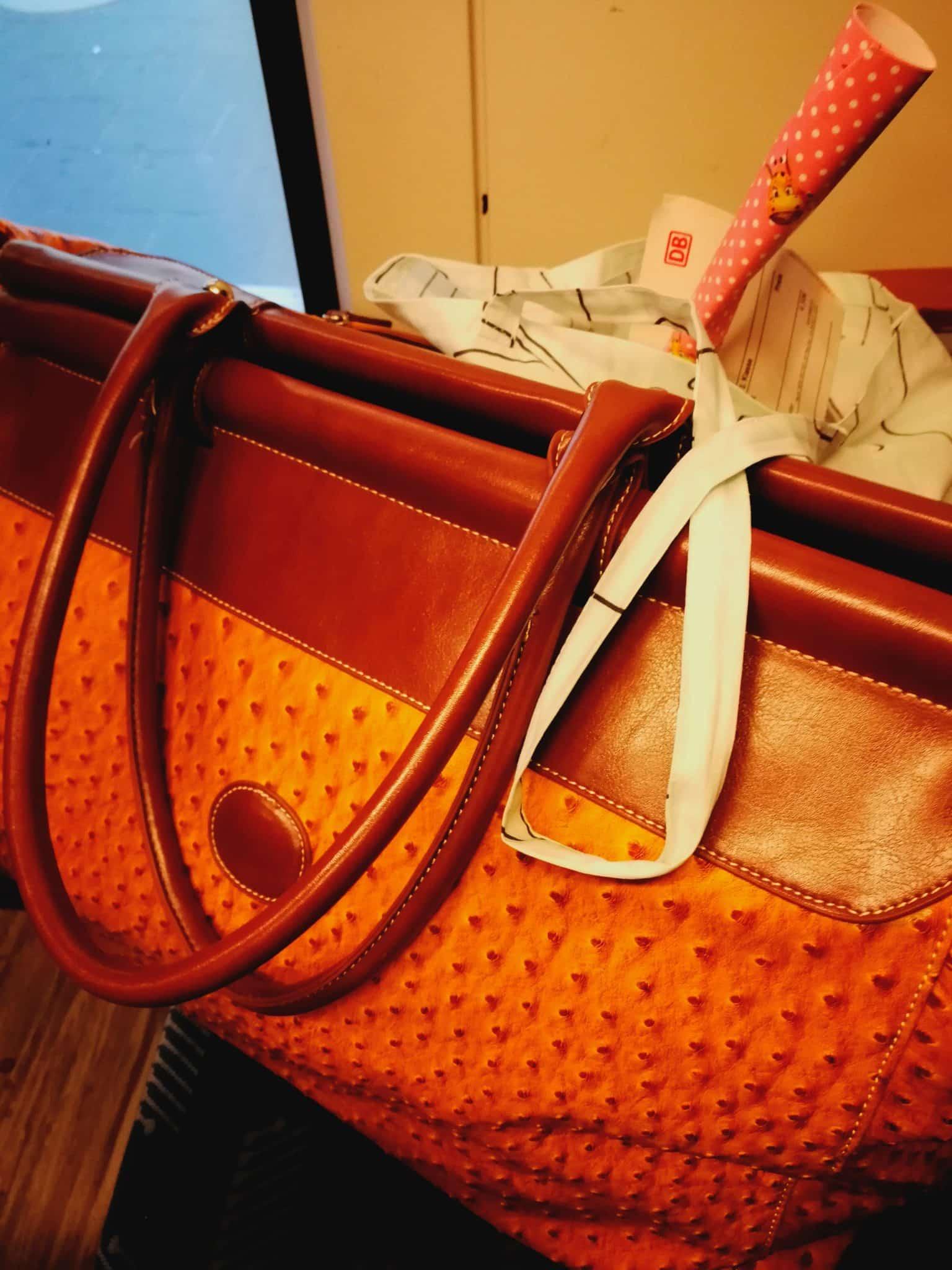 gelbe Reisetasche Blogger