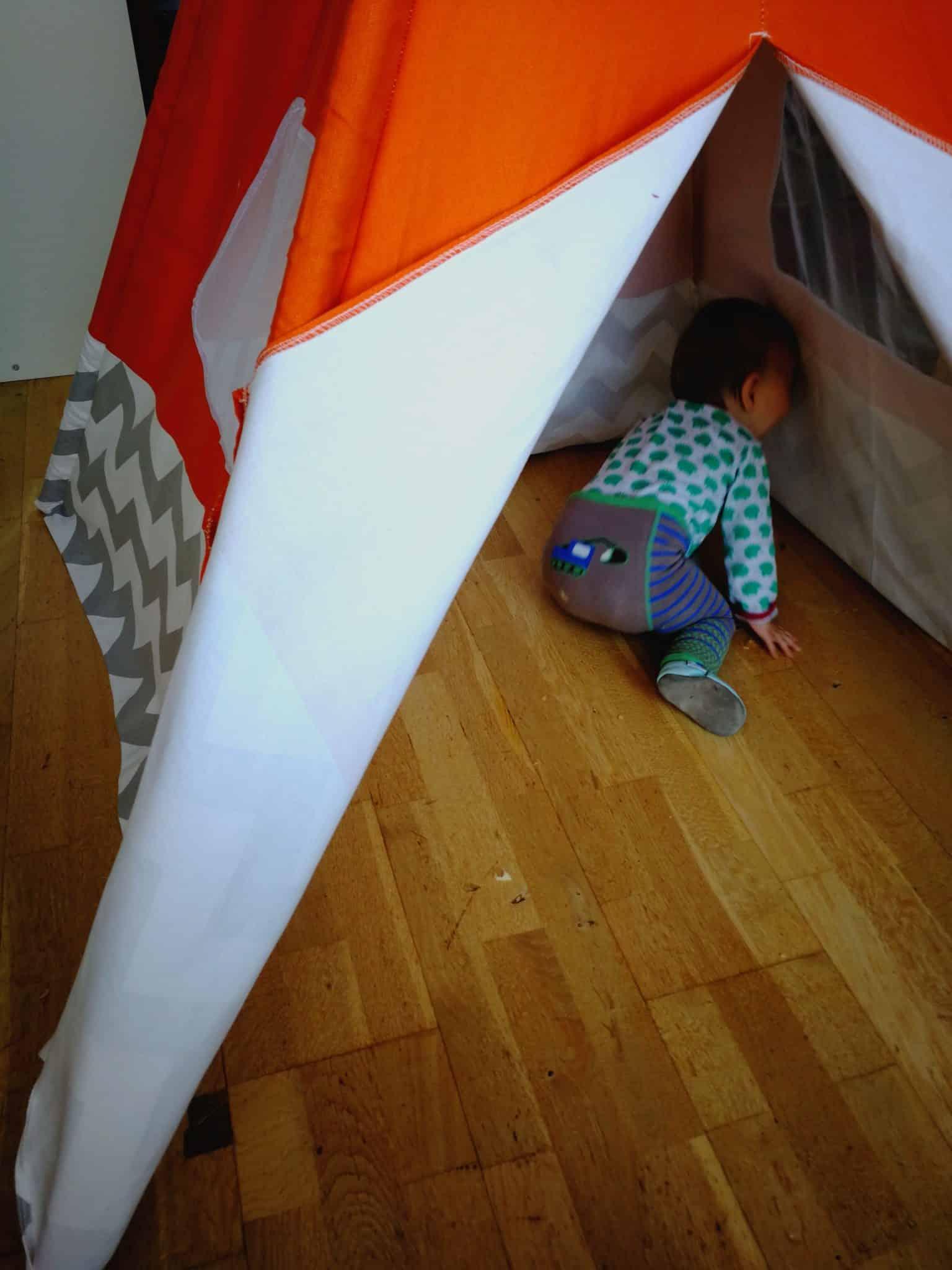 verstecken im Zelt