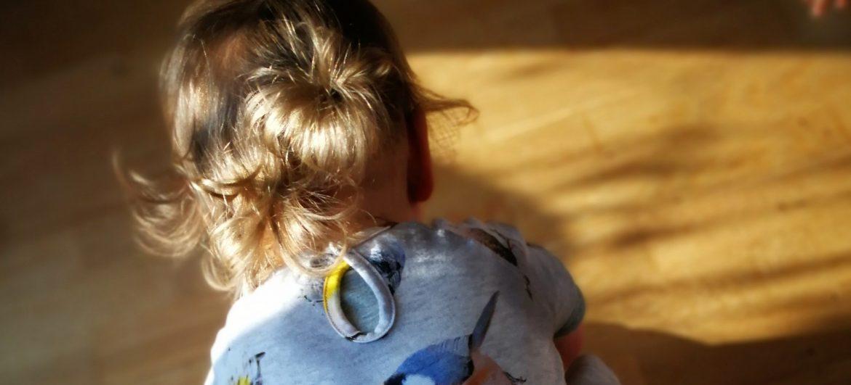 Praktisch muss Kinderkleidung sein – Tücken im Alltag eines Familienvaters