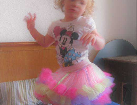 tanzendes Kleinkind