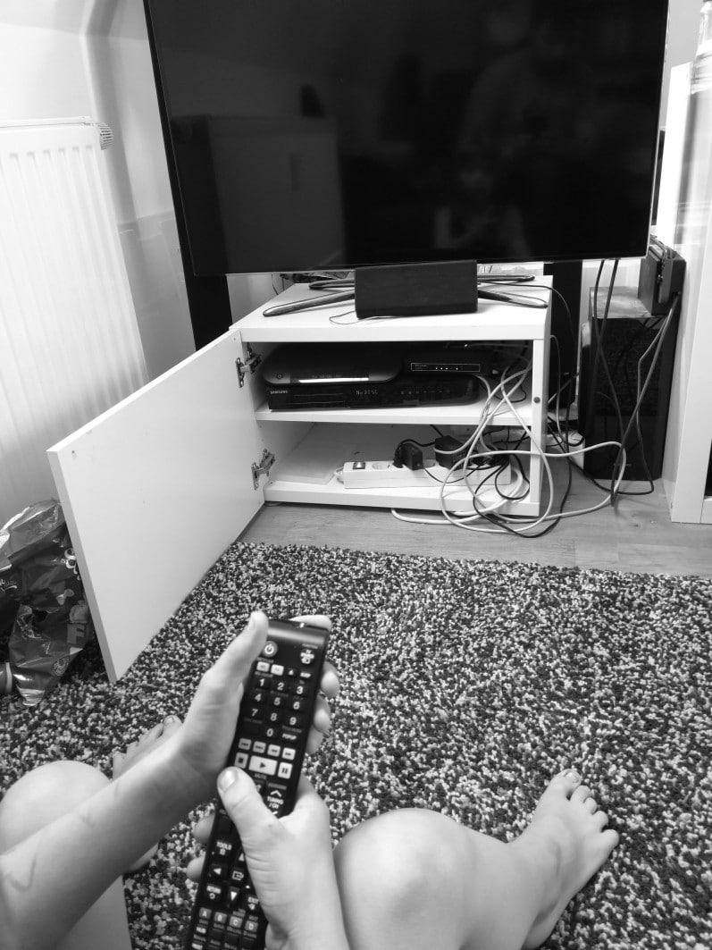 Fernseher und Fernsehschrank
