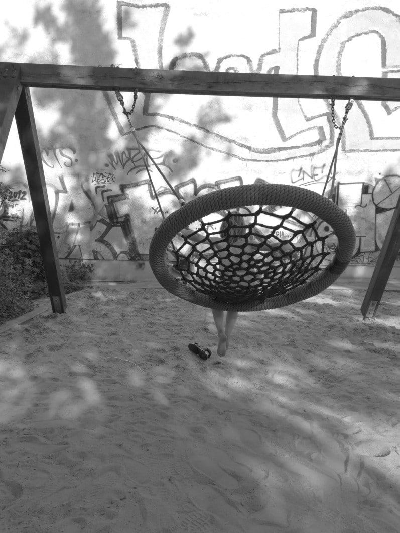 Schaukel auf einem Spielplatz