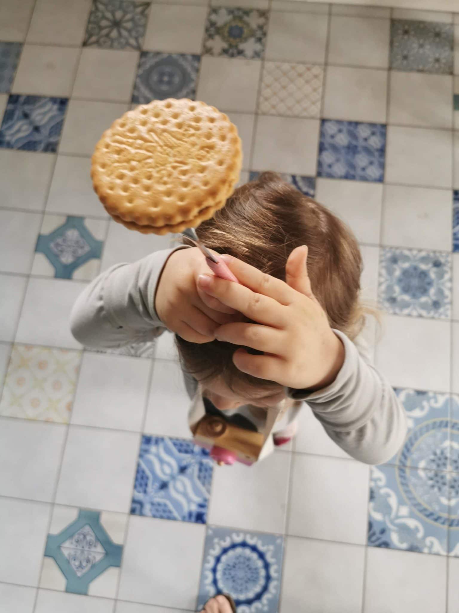 Hallo Sonntag. Wir balancieren Kekse durch die Gegend.