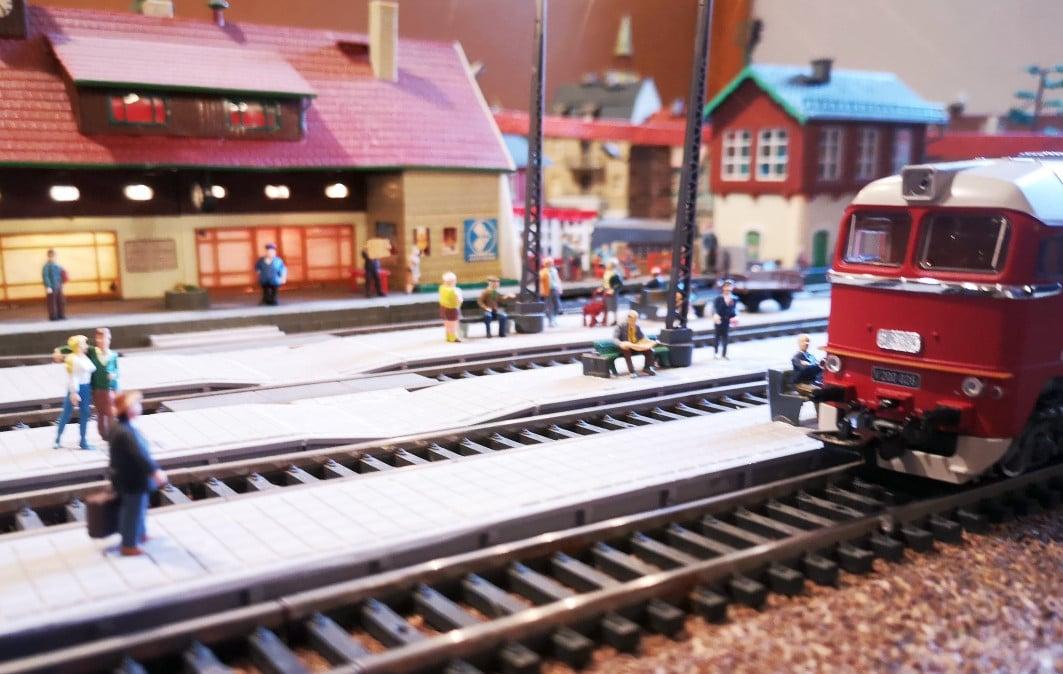 Wir holen die Kinder uns gucken Eisenbahn