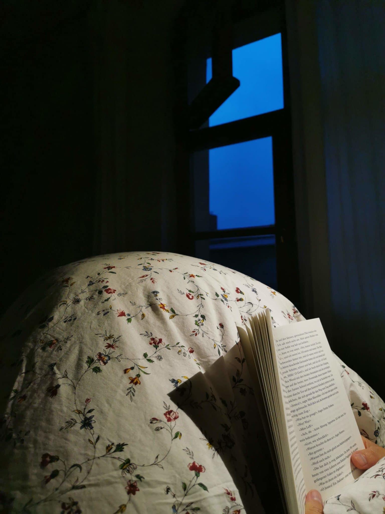 Lesezeit im Bett.