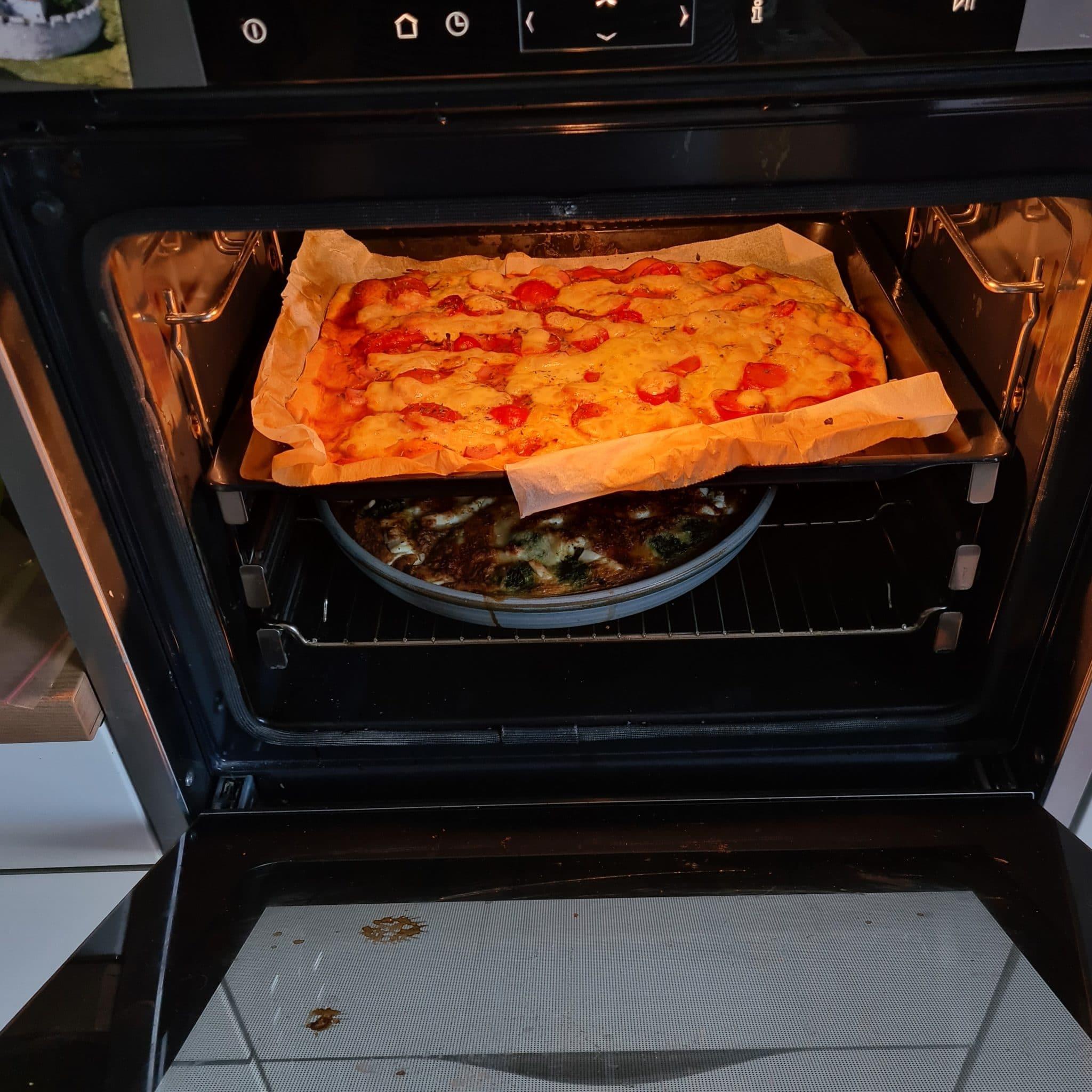 und selbstgemachte Pizza mit Dinkel