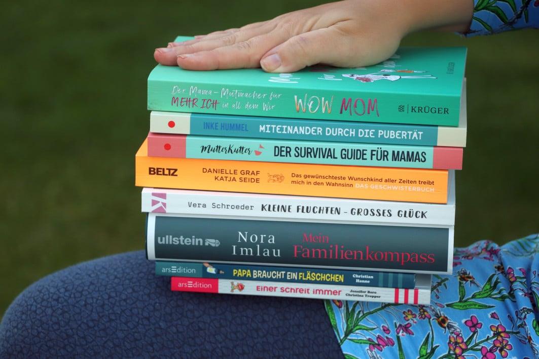 Grossekoepfe_Bücherstapel
