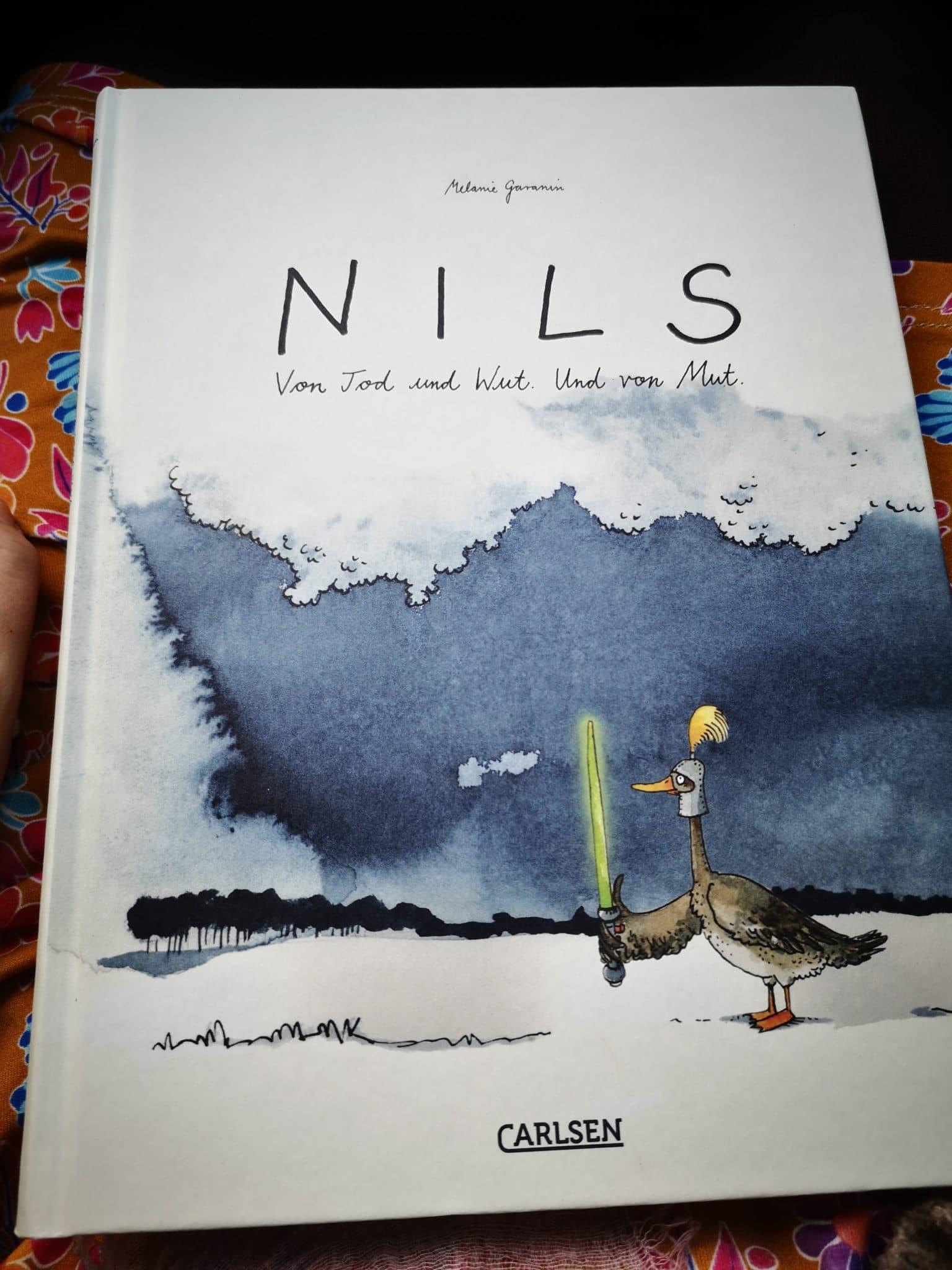 #8 Zum Glück ist alles gut und wir halten am Buchladen um unsere bestellten Bücher abzuholen. U.a. Nils.