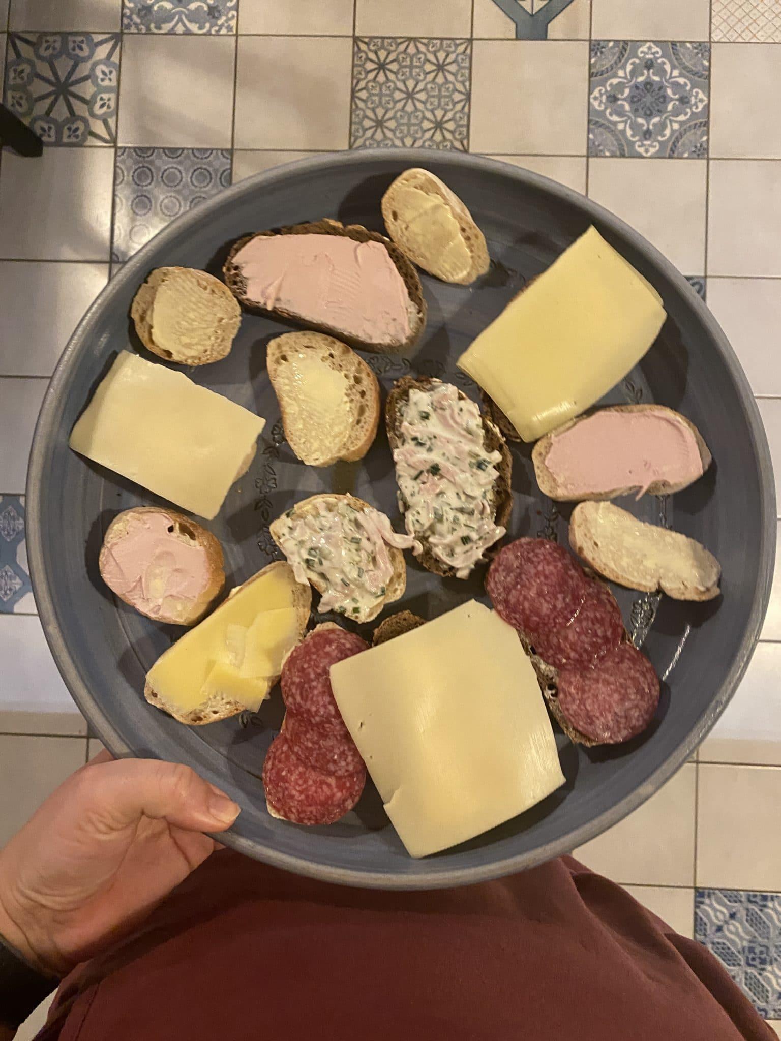 Zum Abendbrot gibt es Stulle mit Brot...(es gab ja noch Apfeltiramisu...