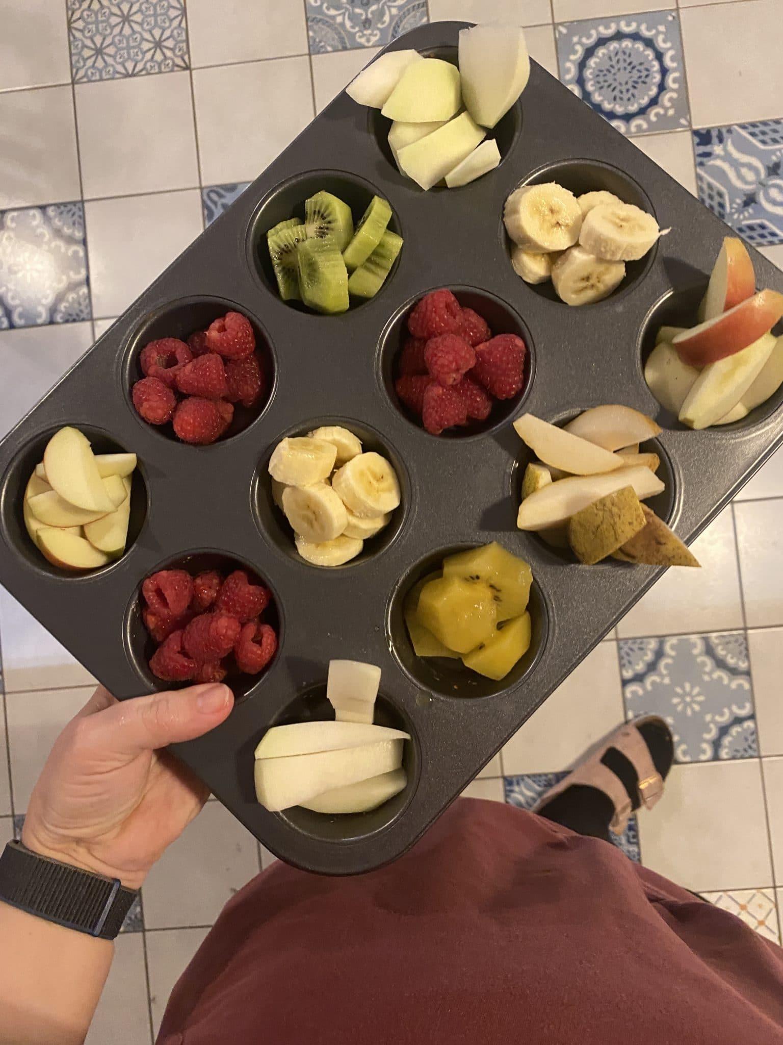und zum Nachtisch Obstteller mit Obst.