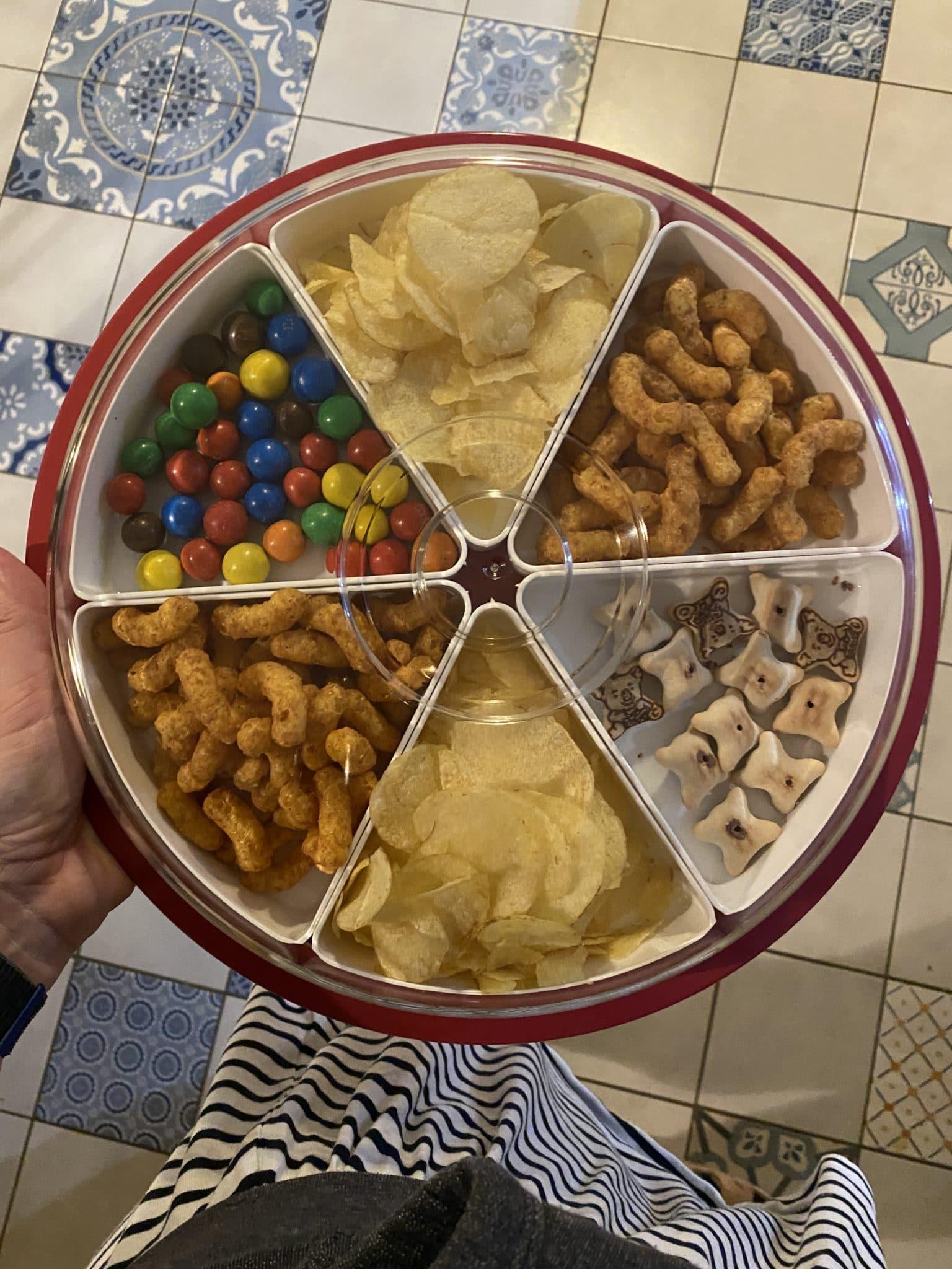 #11 Zum Abend hin gibt es ein Snacktablett für die Kinder. Heute ist Filmabend.