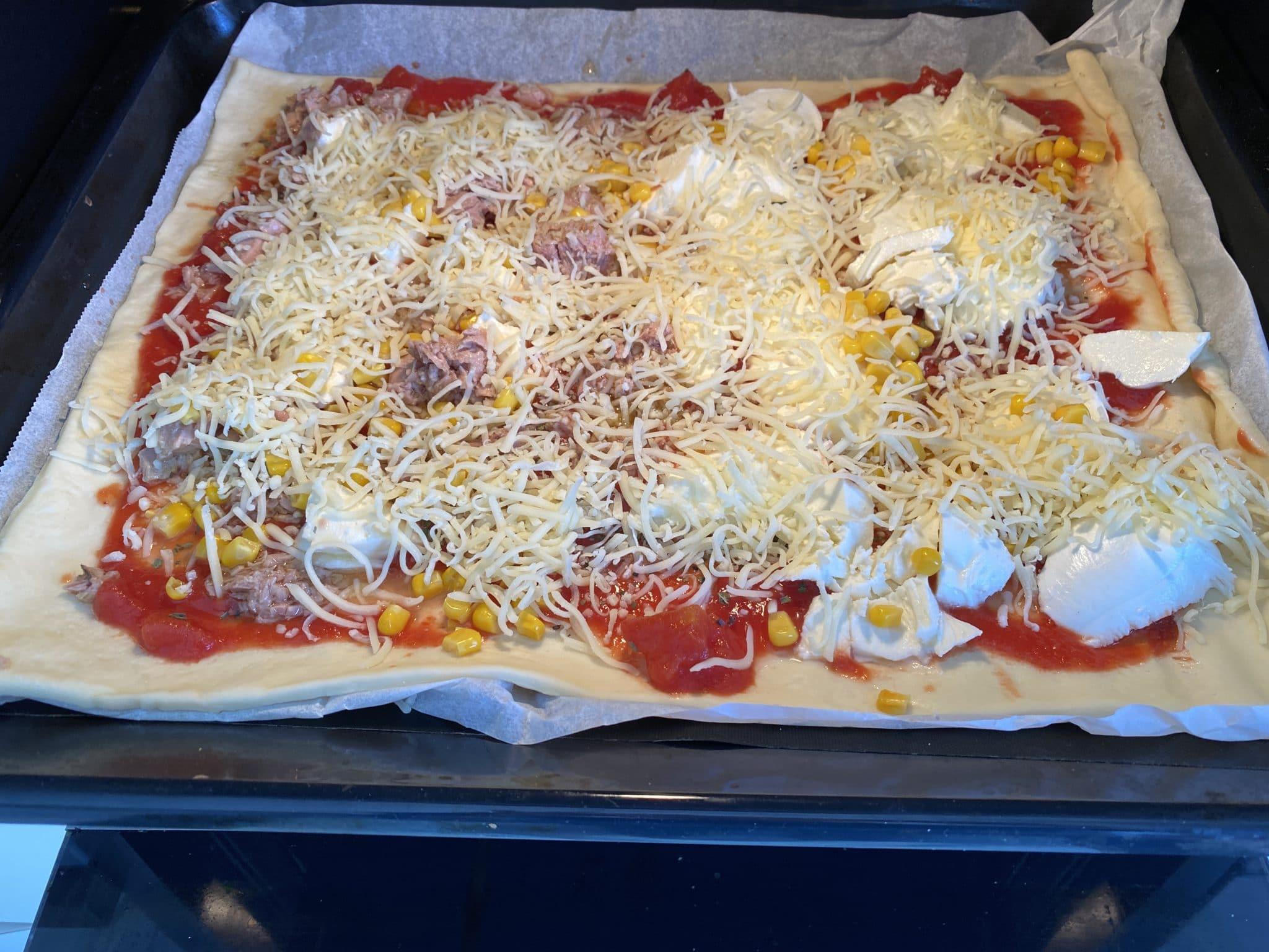#5 Zum Mittag gibt es Pizza.