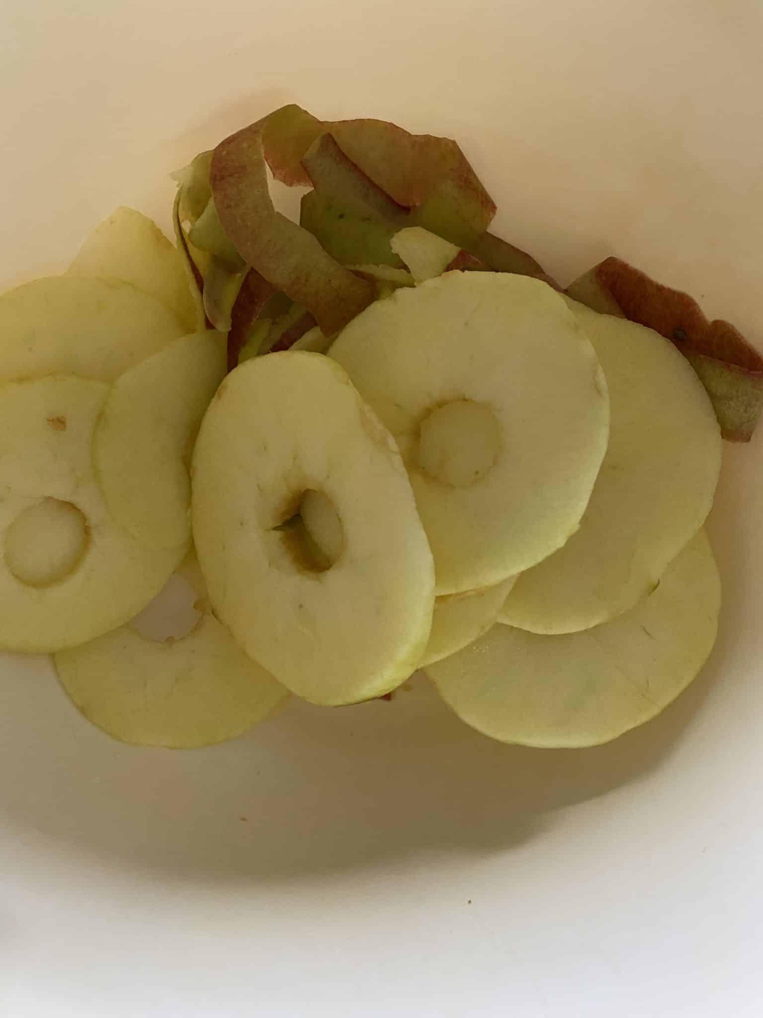 Ich bereite Apfelringe vor. Also diese Investition in unsere Heissluftdingsda, die hat sich echt gelohnt.