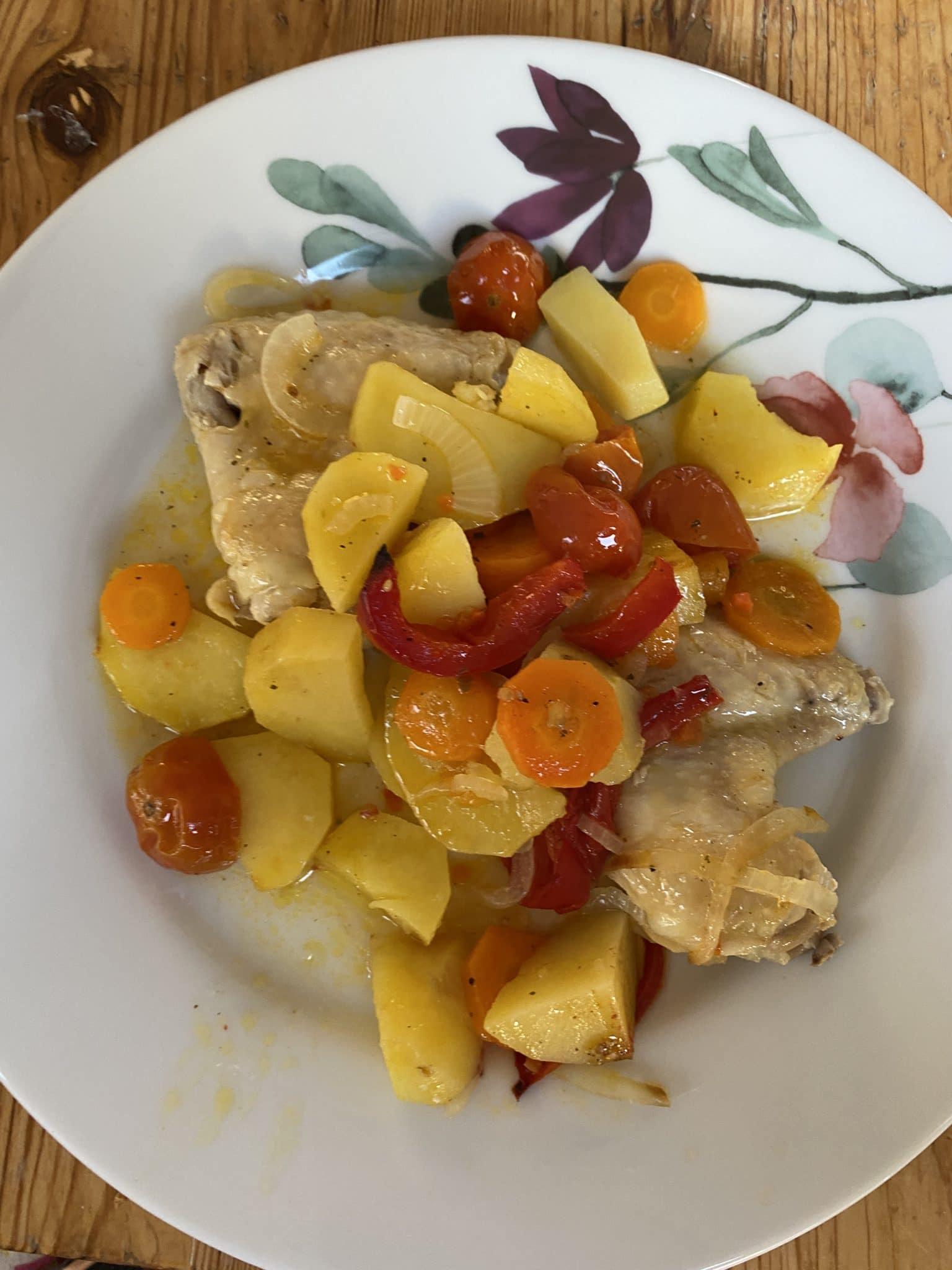Zum Mittag gibt es Biohuhn mit Kartoffeln, okay aber kein Gaumenschmaus.