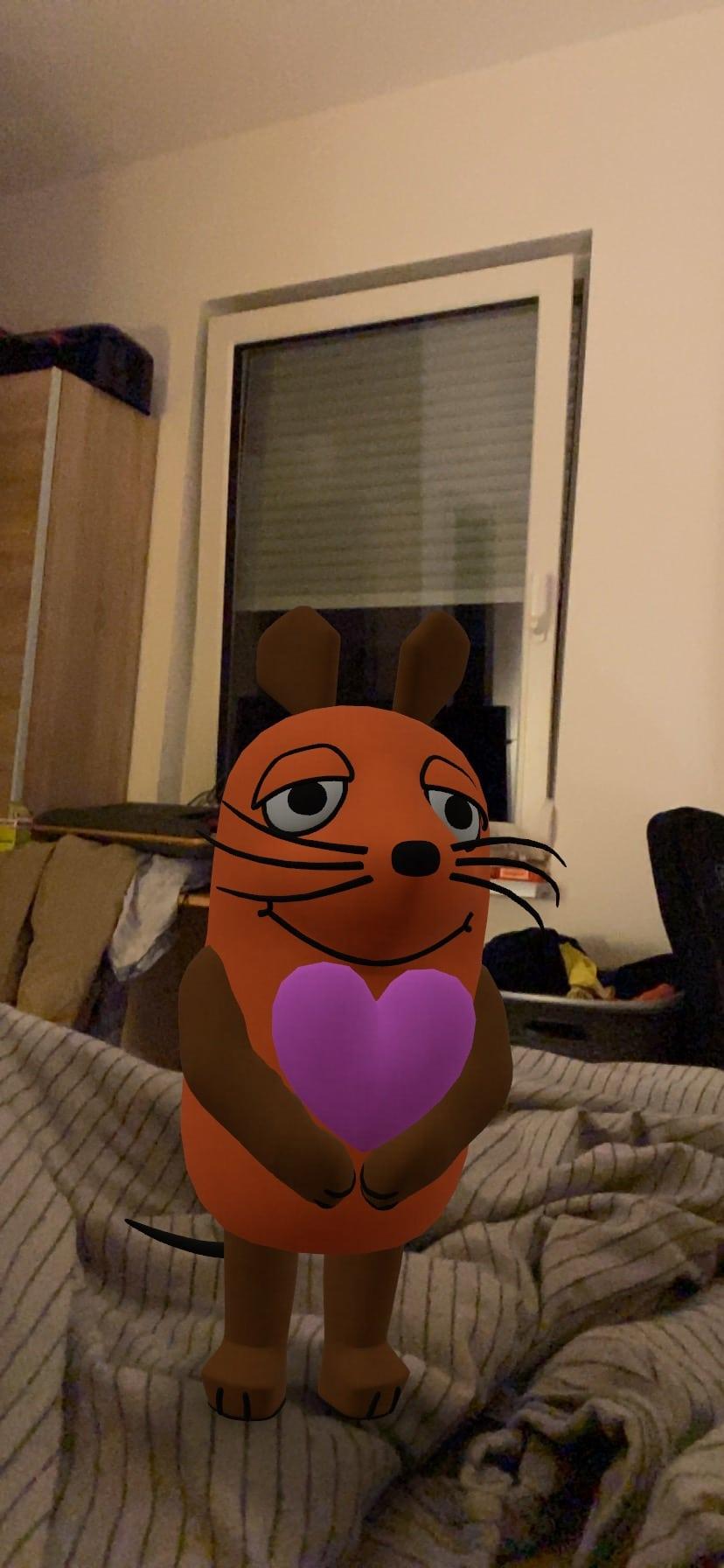 Die Maus hat Geburtstag und begrüßt mich am frühen Morgen mit einem HErz.