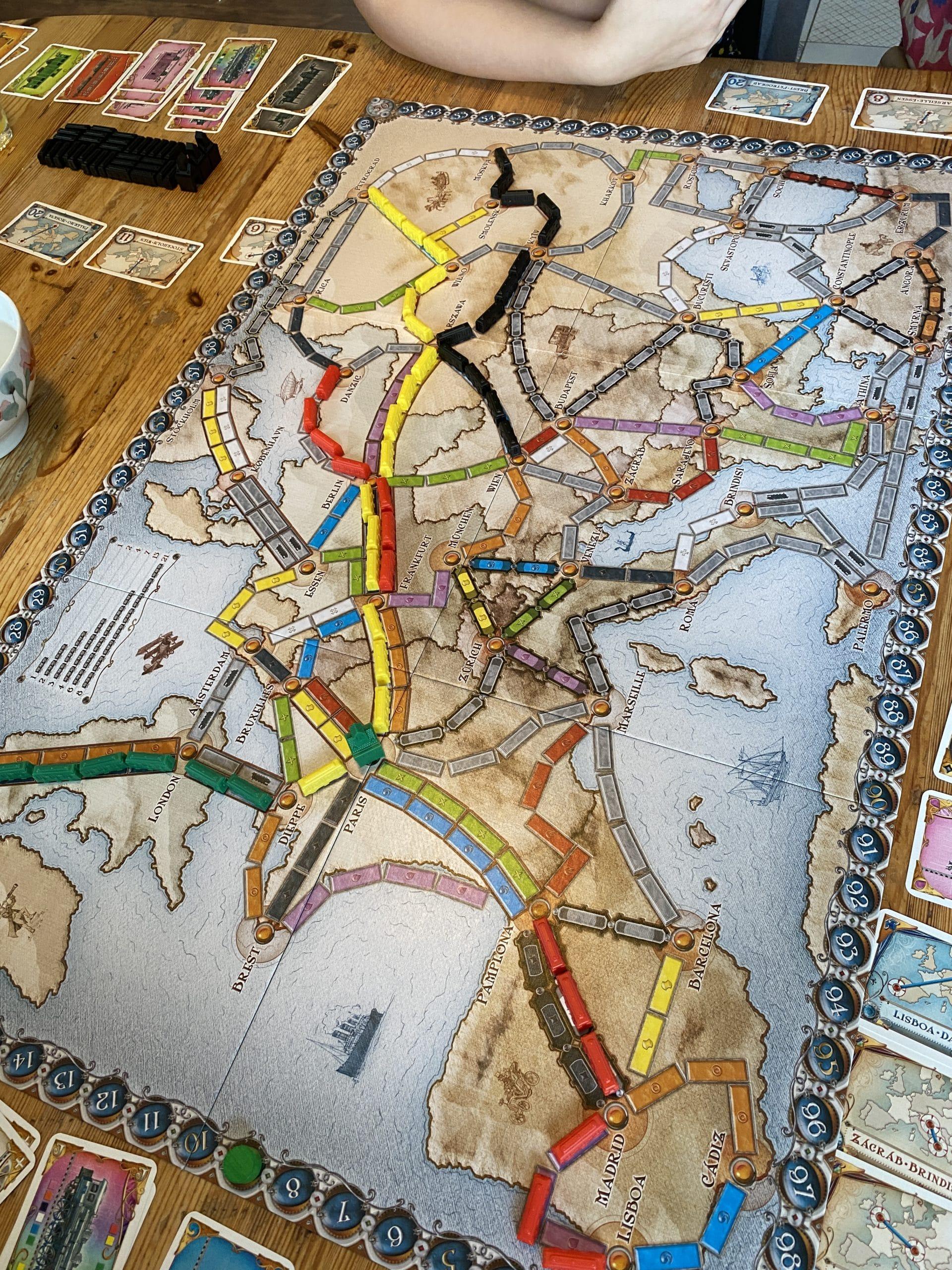 Wir spielen Zug um Zug, natürlich gewinnt Konsti!!!