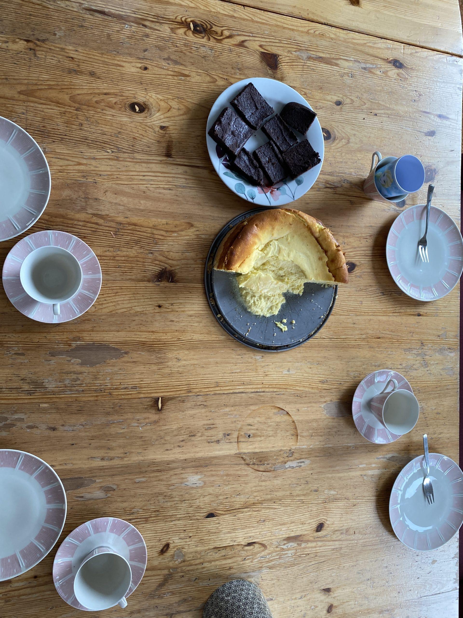 Am Nachmittag gibt es Kaffee, heute mal mit schönem Geschirr.