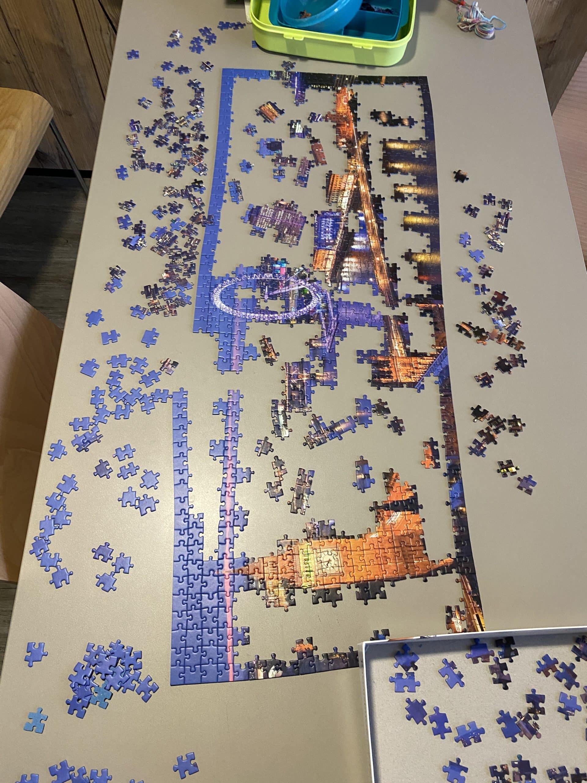 #12 Am Abend versuchen wir uns am Puzzle, das geht langsam voran.