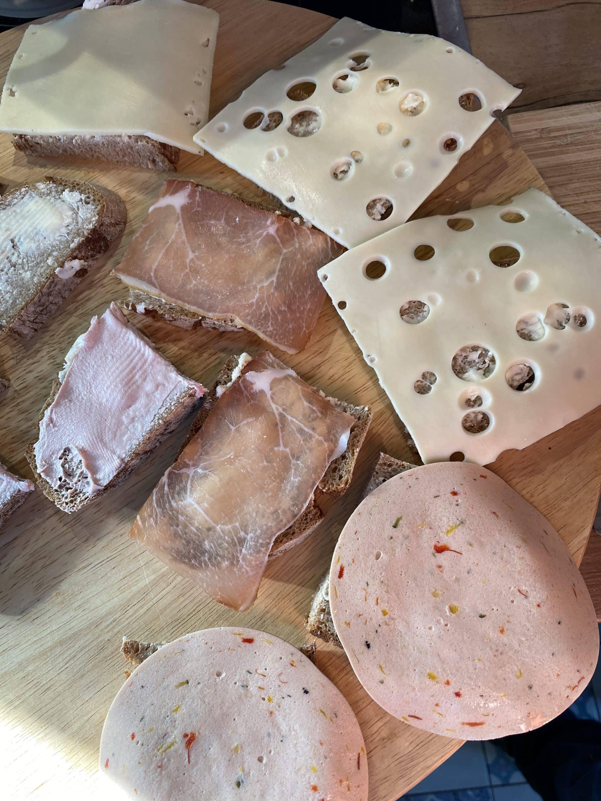 Stulle mit Brot zum Abendbrot. Wie immer Auswahl für alle Esserinnen und Esser hier.
