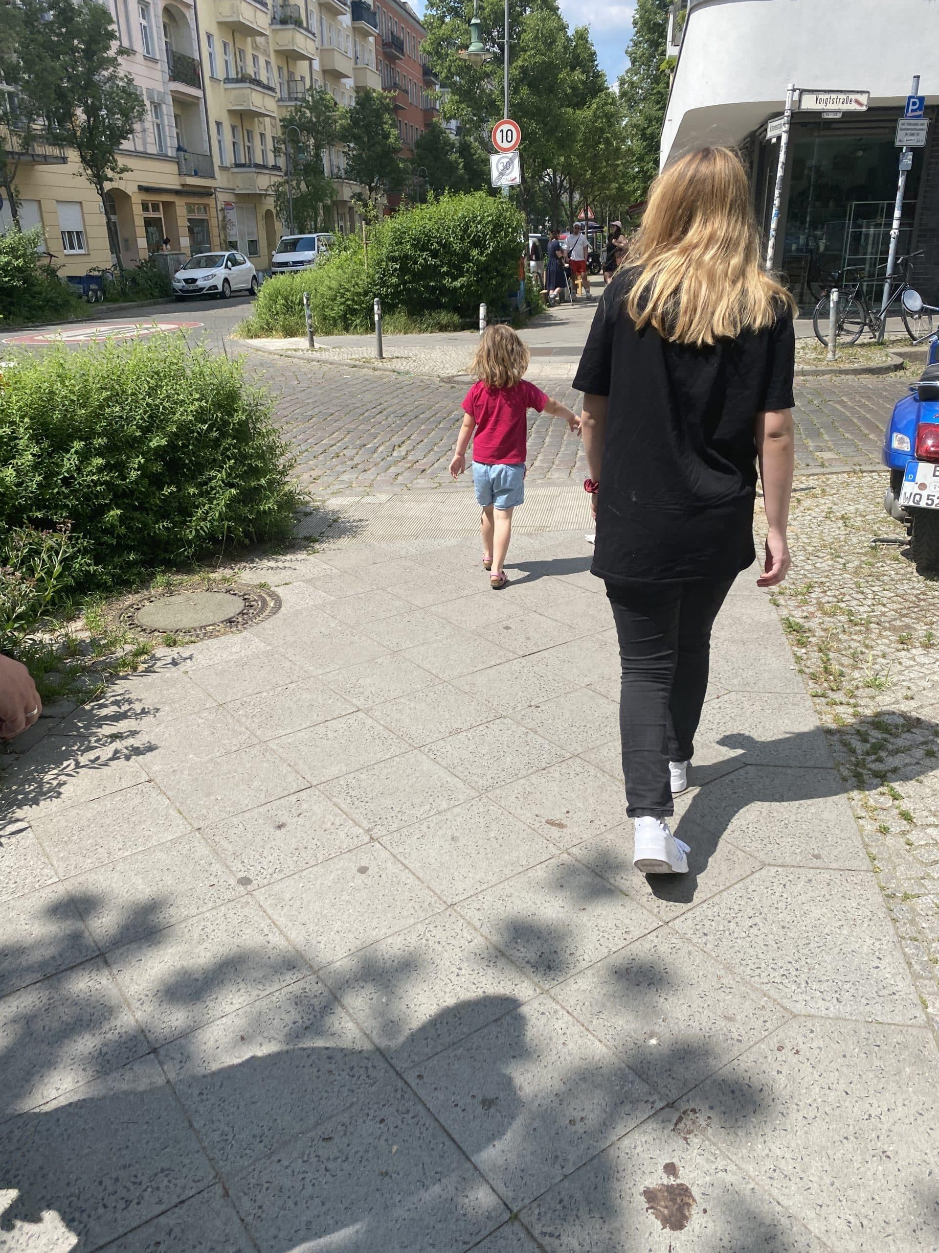Ein kleiner Ausflug mit allen Kindern in den alten Kiez.