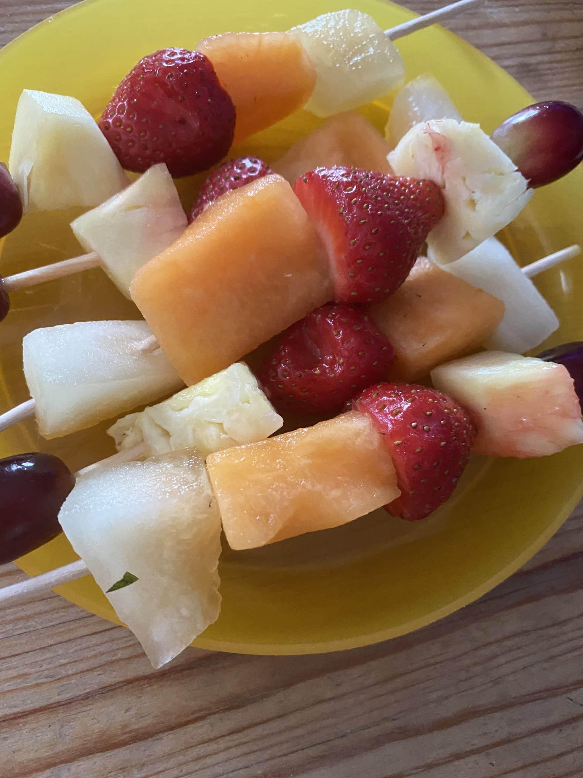 #11 Der Mann bringt Reste von der Arbeit mit, Foodsharing mit Obstspieß.