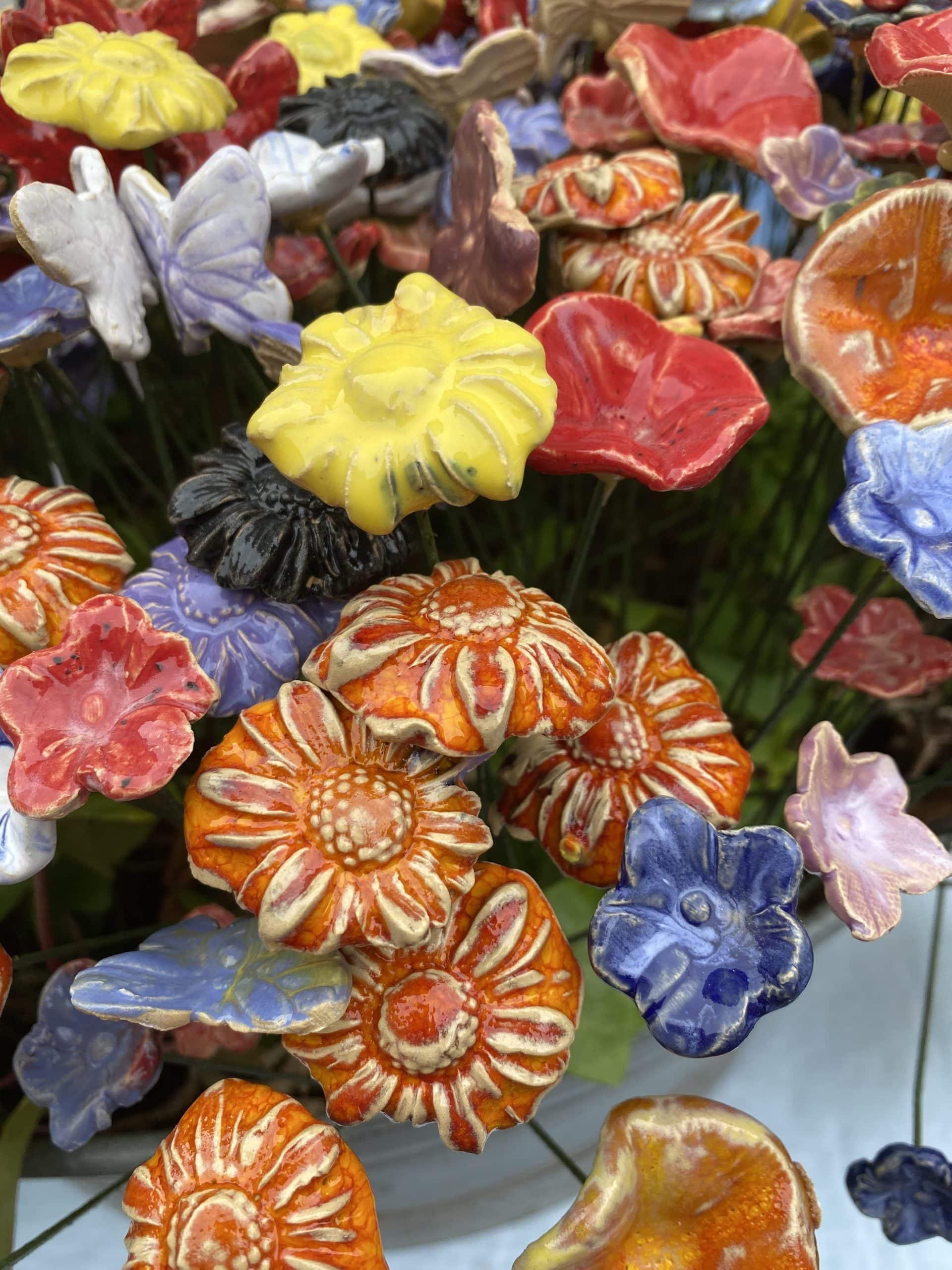 Auf dem Tippelmarkt (Keramik) gefallen mir die Blumen besonders.