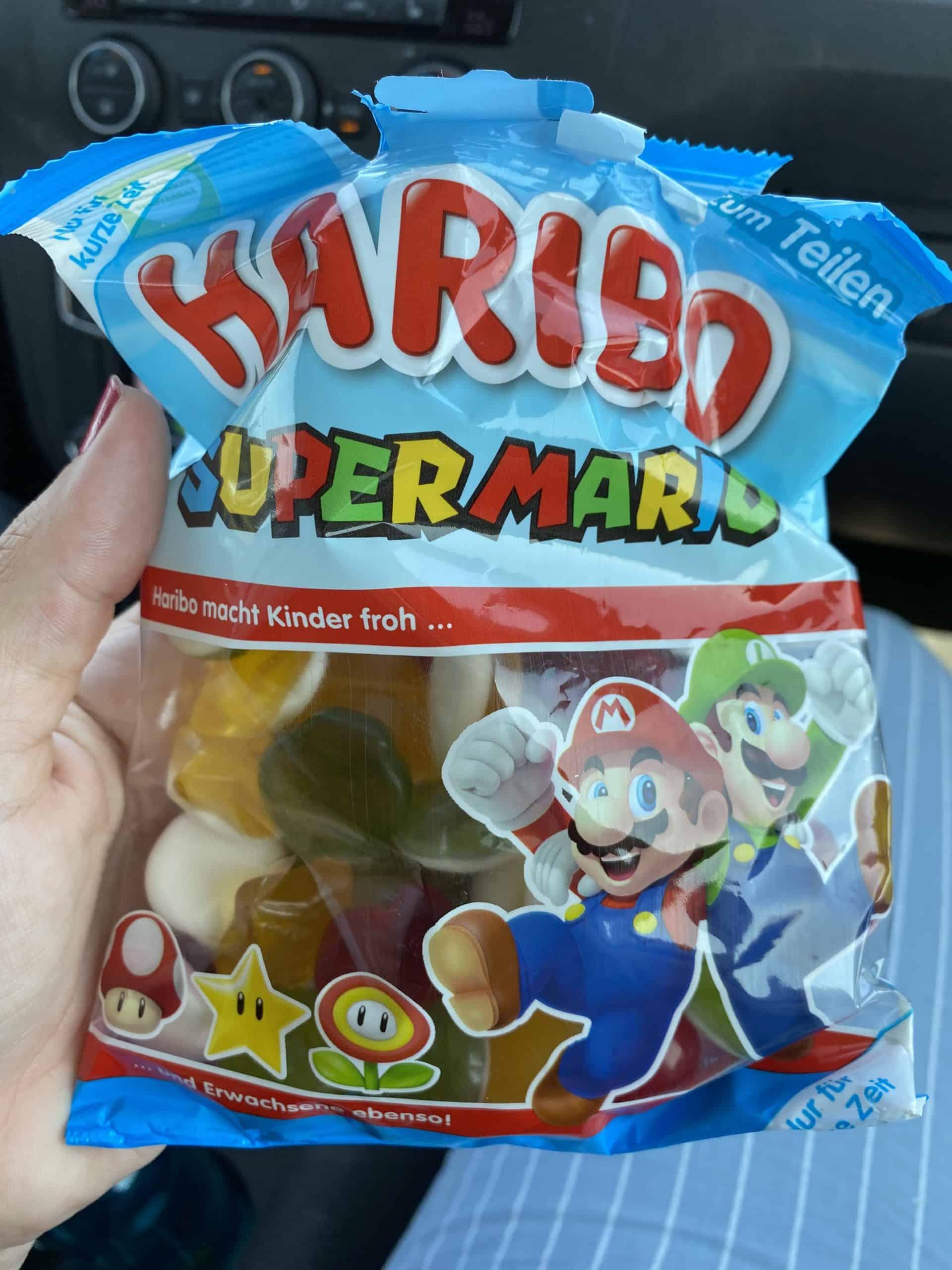 Es gibt Super Mario Gummibärchen auf dem Rückweg.