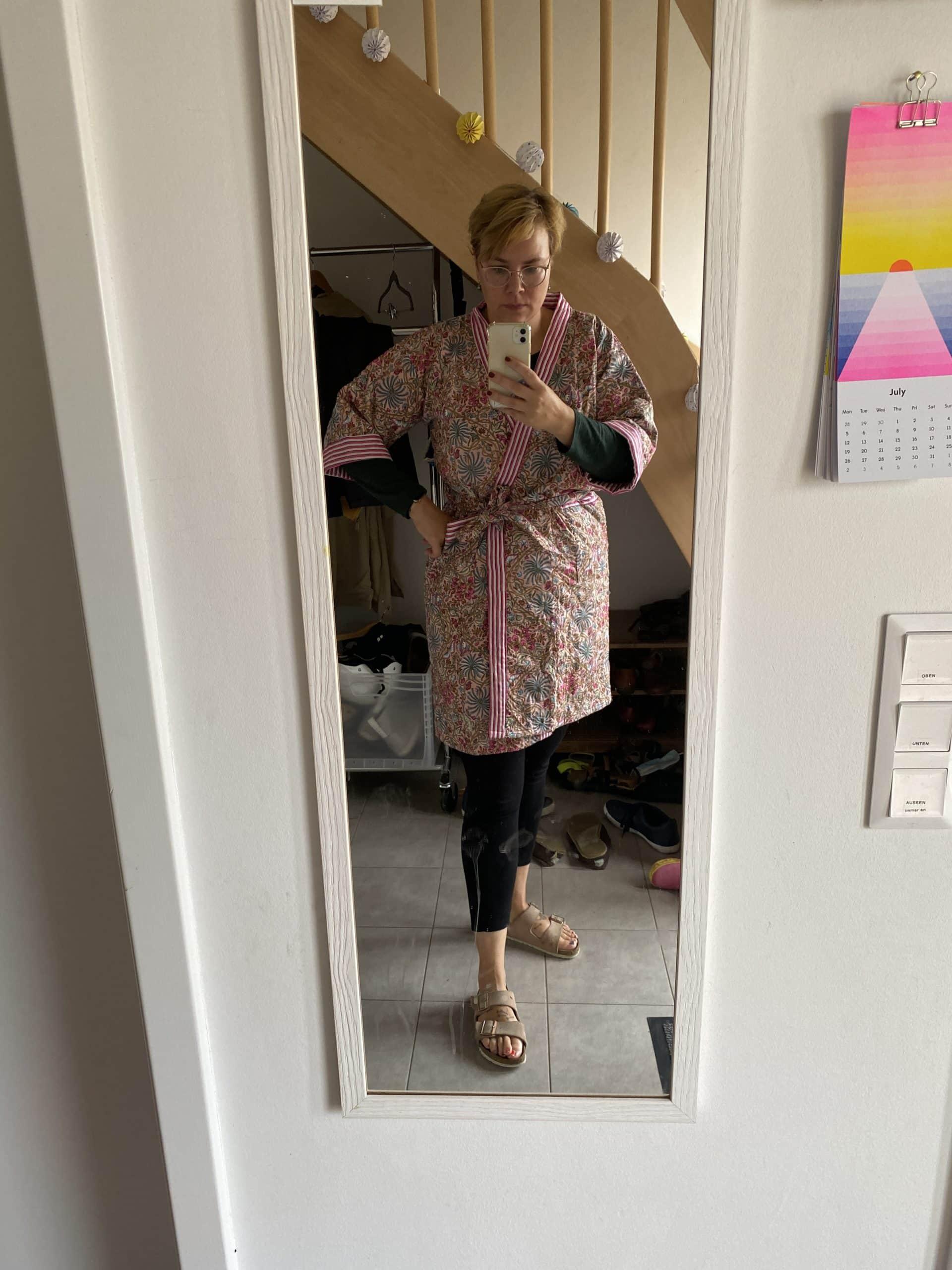 """Ich trage einen geschenkten Kimono. Meine Familie bezeichnet ihn als """"Bademantel"""" und droht immer nur 50 m hinter mir zu laufen."""