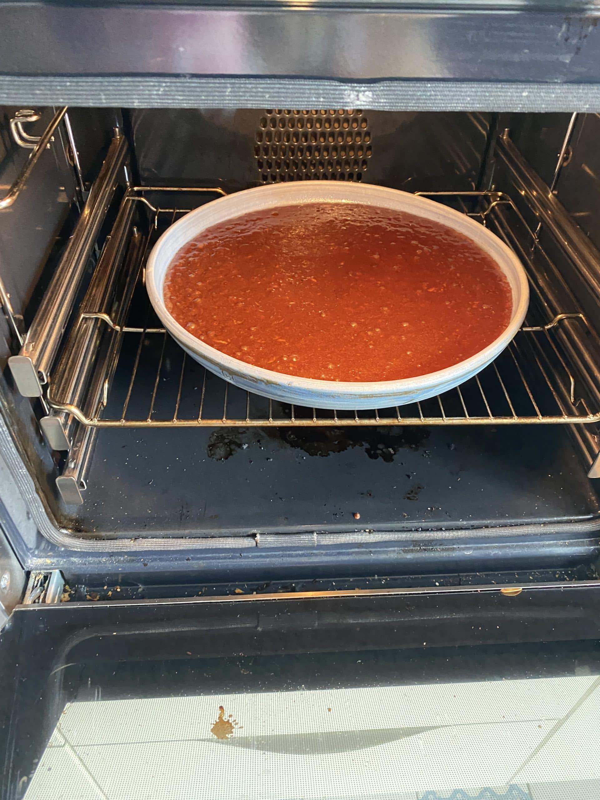 Ich backe heute Zucchini Kuchen, denn unsere Freunde kommen. Es wird super und ist auch noch lowcarb.