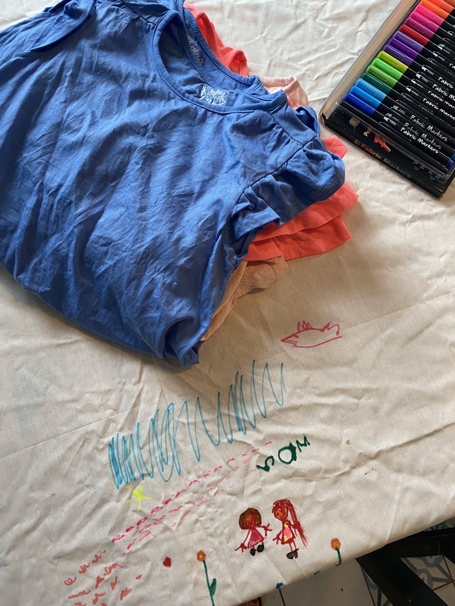 Wir bemalen mit den Kindern heute Shirts (und eine Tischdecke), alles ganz friedlich-