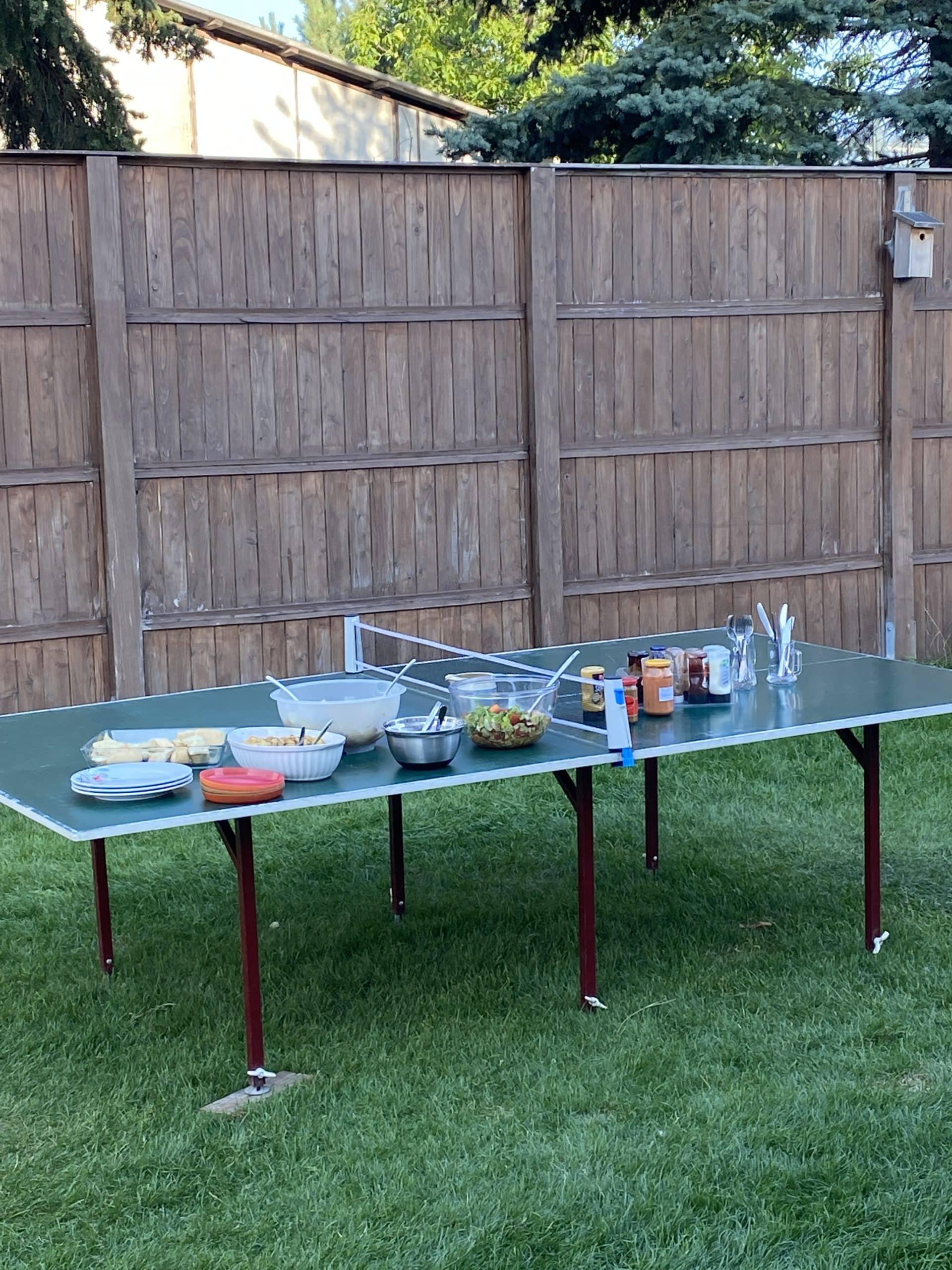 Am Nachmittag kommt die Familie und wir picknicken im Garten.