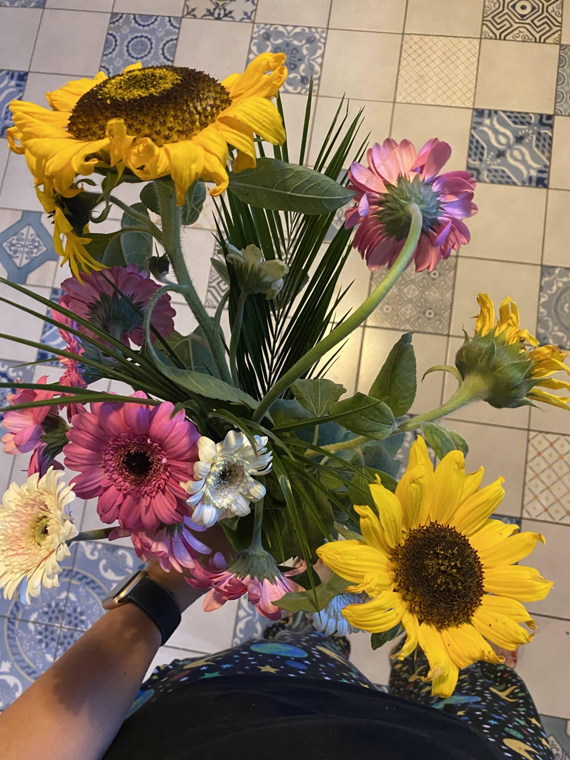 Halb aus dem Garten, halb gekaufte Blumen.