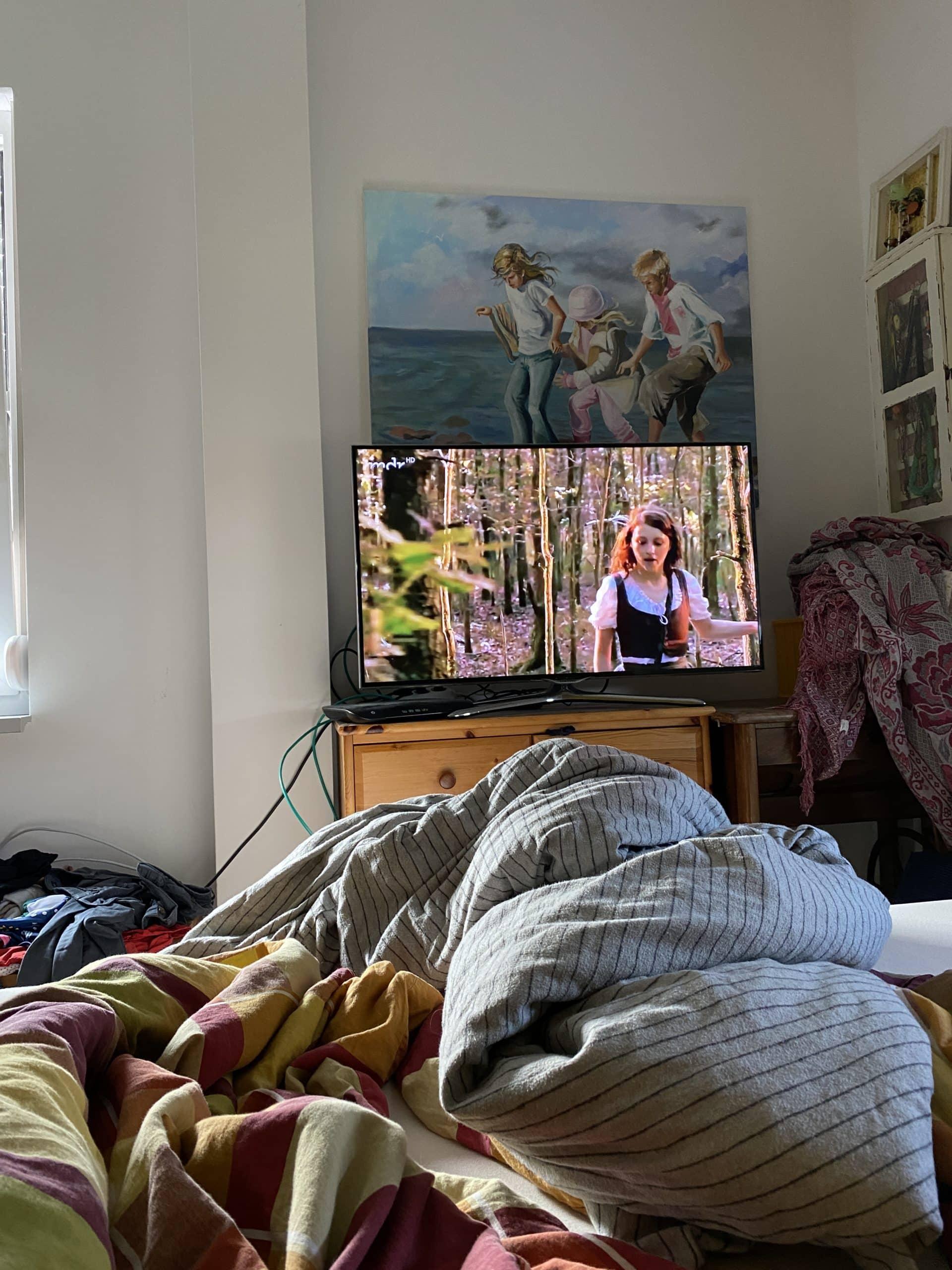 Der Tag beginnt mit einem Märchenfilm im Bett.