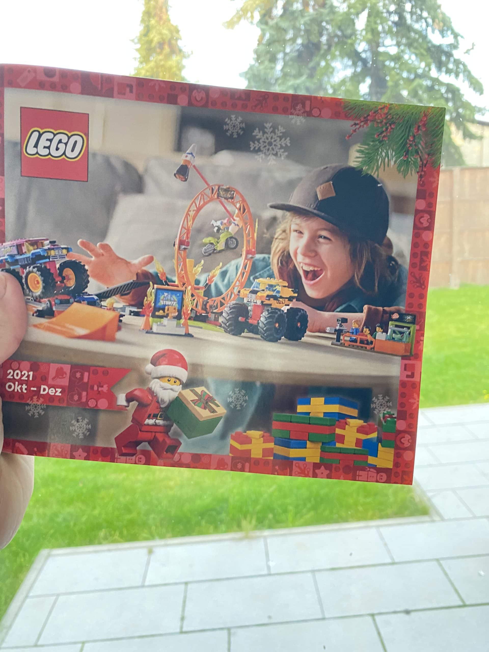 Aber wir bekommen den neuen Legokatalog Oktober bis Dezember, wenigstens was.
